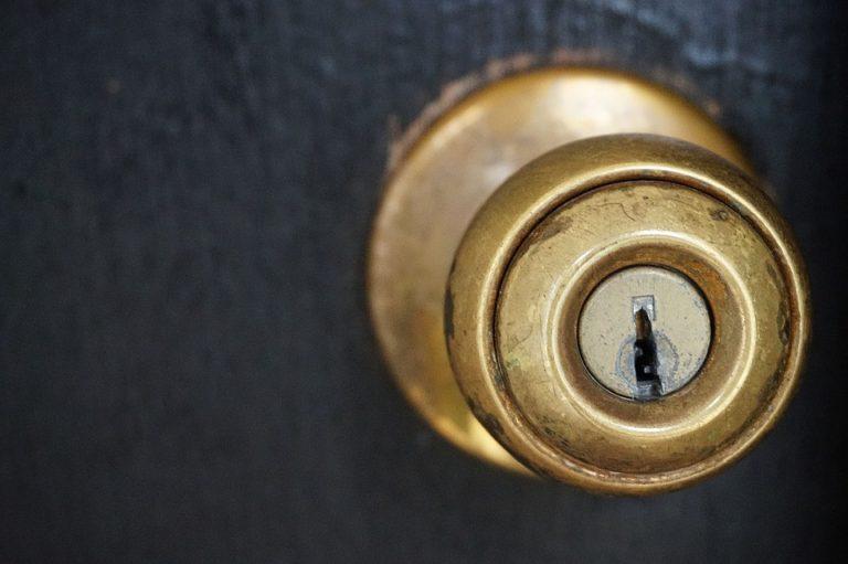 Čo keď kľučka na dverách chýba?