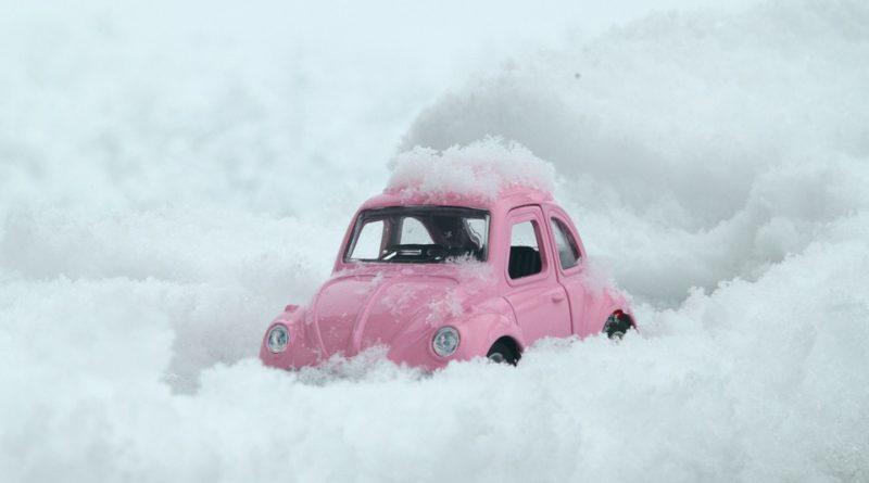 Čo nesmiete vo vozidle postrádať v zime?