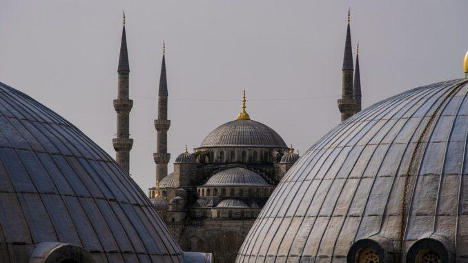 V Istanbule sa stavia obrie letisko. Koľko tu odbaví cestujúcich?