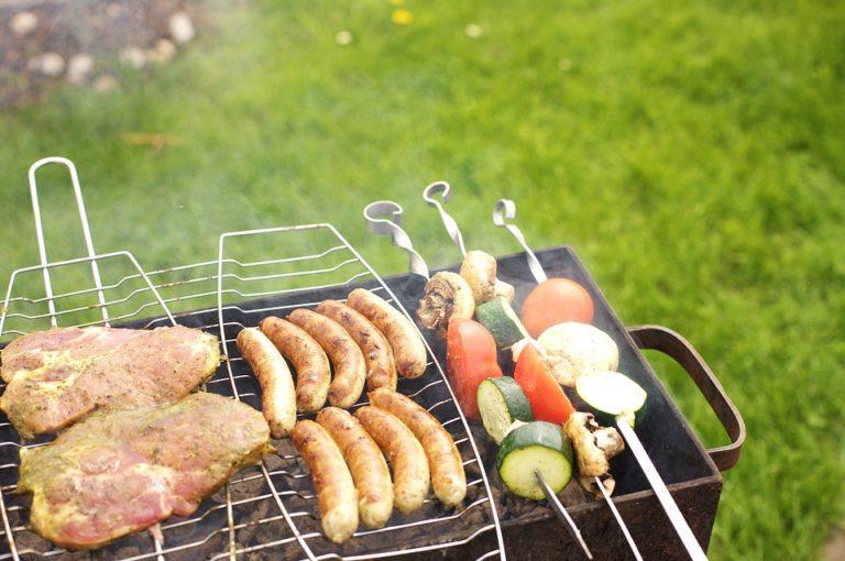 Výhody a nevýhody jednotlivých záhradných grilov
